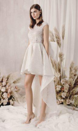 Стильное свадебное платье  асимметричного кроя