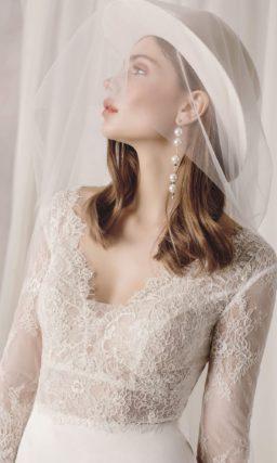 элегантное свадебное платье силуэта «русалка» с длинными рукавами