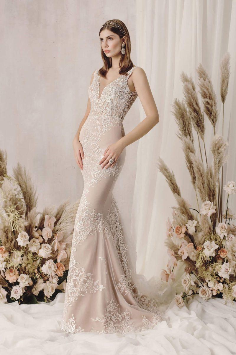 Свадебное платье силуэта «русалка» в оттенке капучино