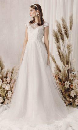 свадебное платье цвета айвори с трапециевидной юбкой