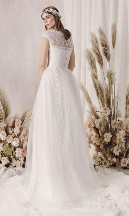 Утонченное свадебное платье классического силуэта