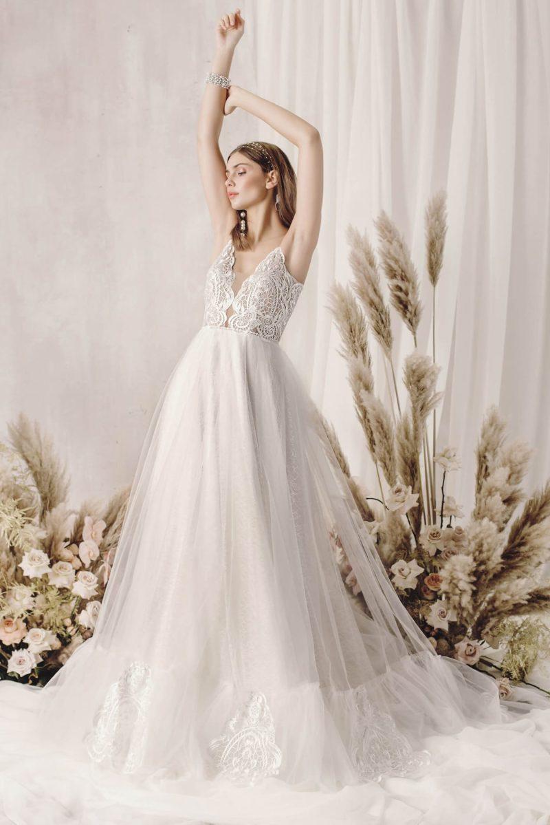Пышное свадебное платье с нежным ажурным декором