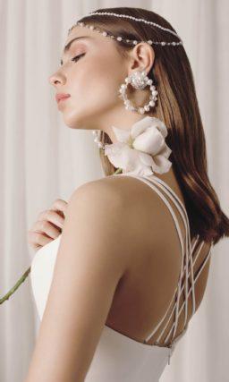 Элегантное свадебное платье прямого кроя