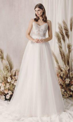 Классическое и элегантное свадебное платье