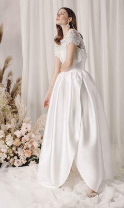 Пышное свадебное платье из белого атласа