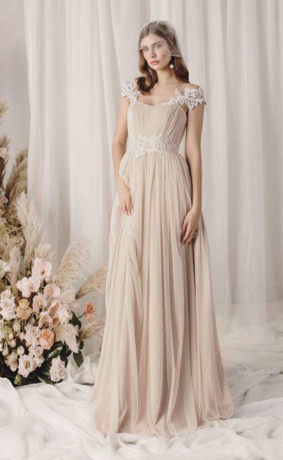 Бежевое платье в греческом стиле