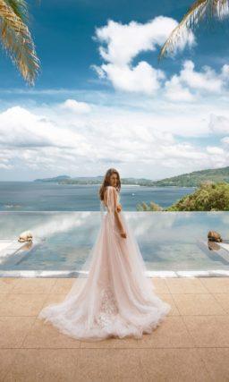 Легкое свадебное платье пудрового оттенка