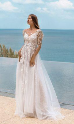 Легкое свадебное платье с фактурным декором