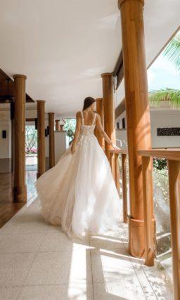 Свадебное платье нежного пудрового оттенка