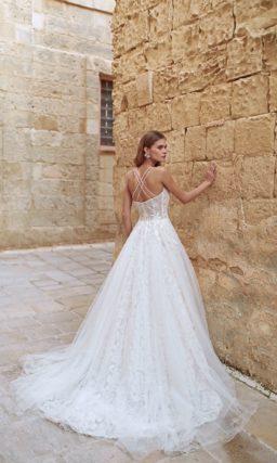 Летнее свадебное платье с изящным открытым верхом