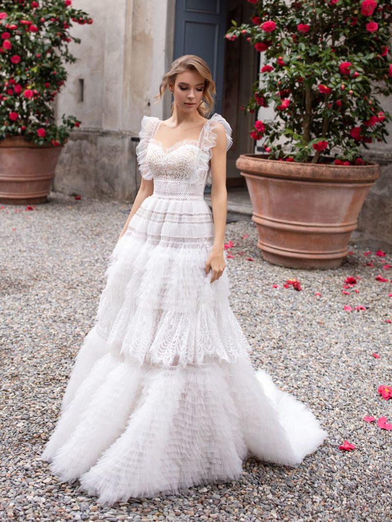 платье цвета айвори с необычной пышной юбкой