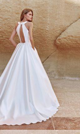 Пышное свадебное платье из белоснежного атласа без декора