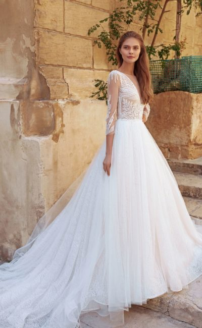 Пудровое свадебное платье с пышной юбкой