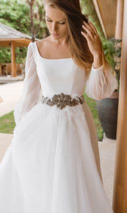 Свадебное платье классического силуэта в стиле минимализм
