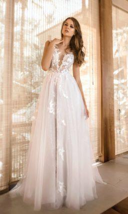 Мерцающее свадебное платье с ажурным декором