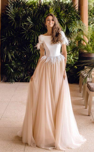 Платье с атласным корсетом