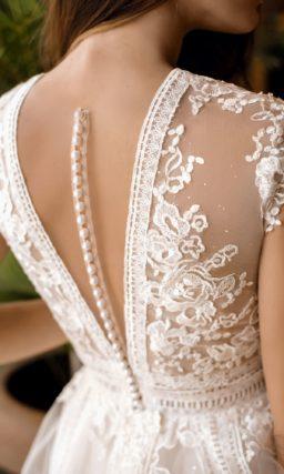Утонченное свадебное платье классического кроя