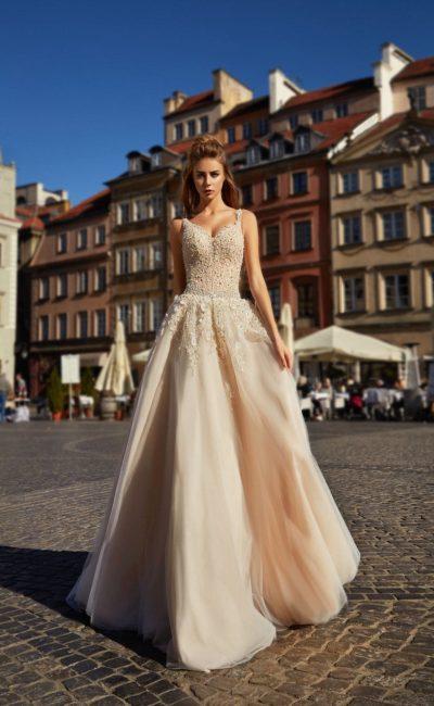 платье цвета капучино с корсетом