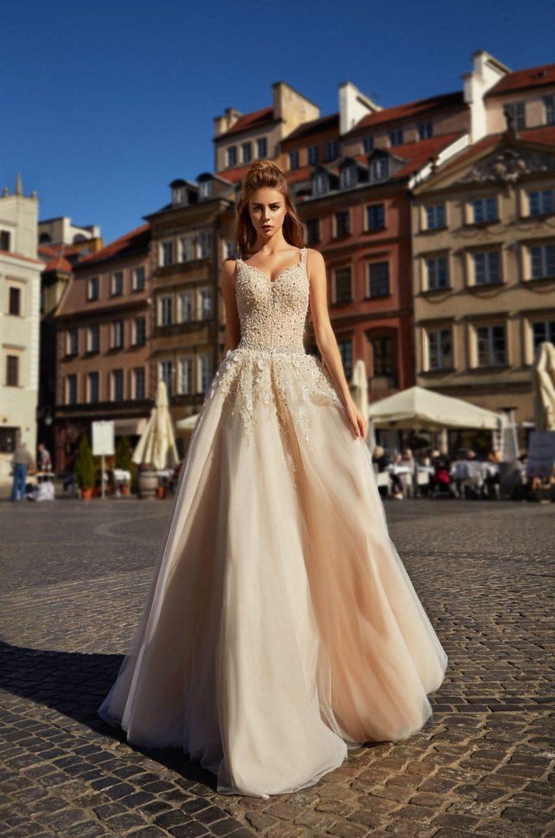 Свадебное платье цвета капучино с корсетом