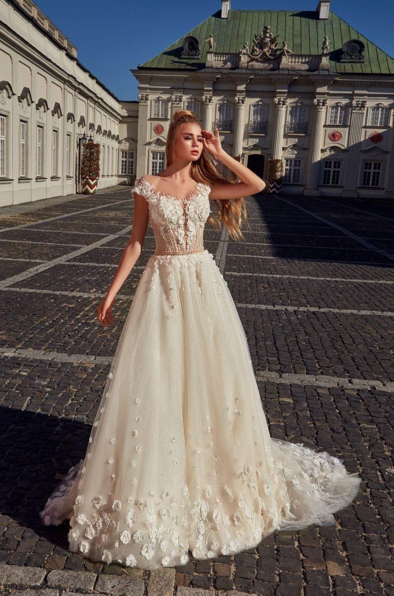 Мерцающее свадебное платье оттенка айвори