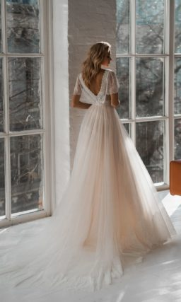 Свадебное платье из фатина цвета айвори