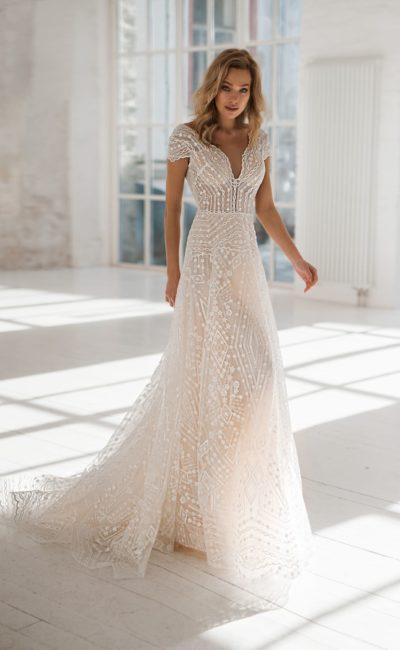 платье оттенка нежной пудры