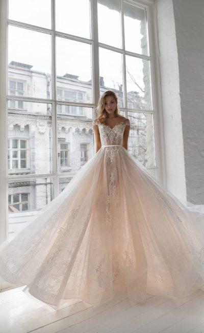 Пышное свадебное платье оттенка