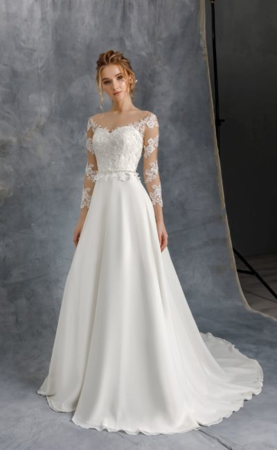 Свадебное платье приталенного силуэта