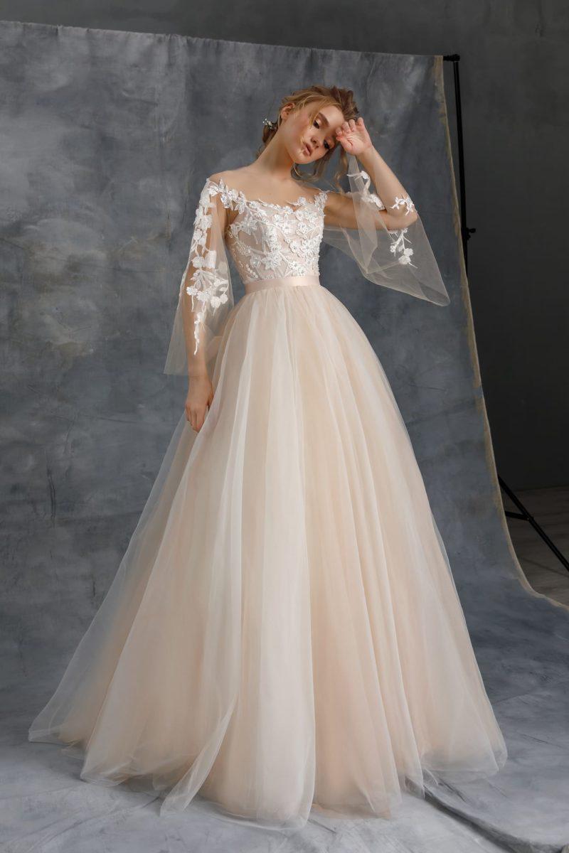 Пышное свадебное платье из легкого фатина