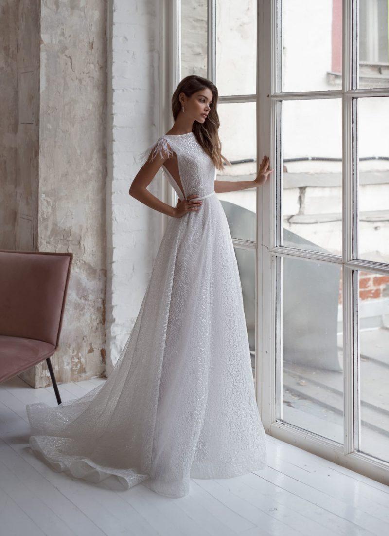 Свадебное платье белого цвета