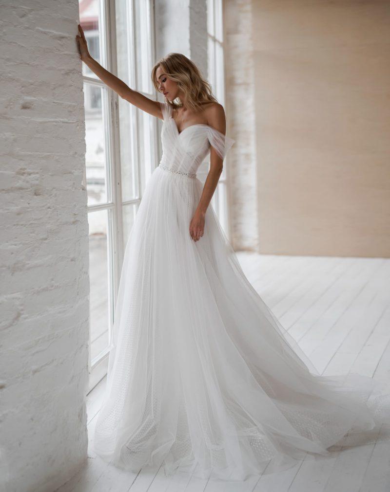 Свадебное платье традиционного белого цвета