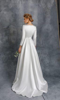 Аристократичное свадебное платье с пышной юбкой