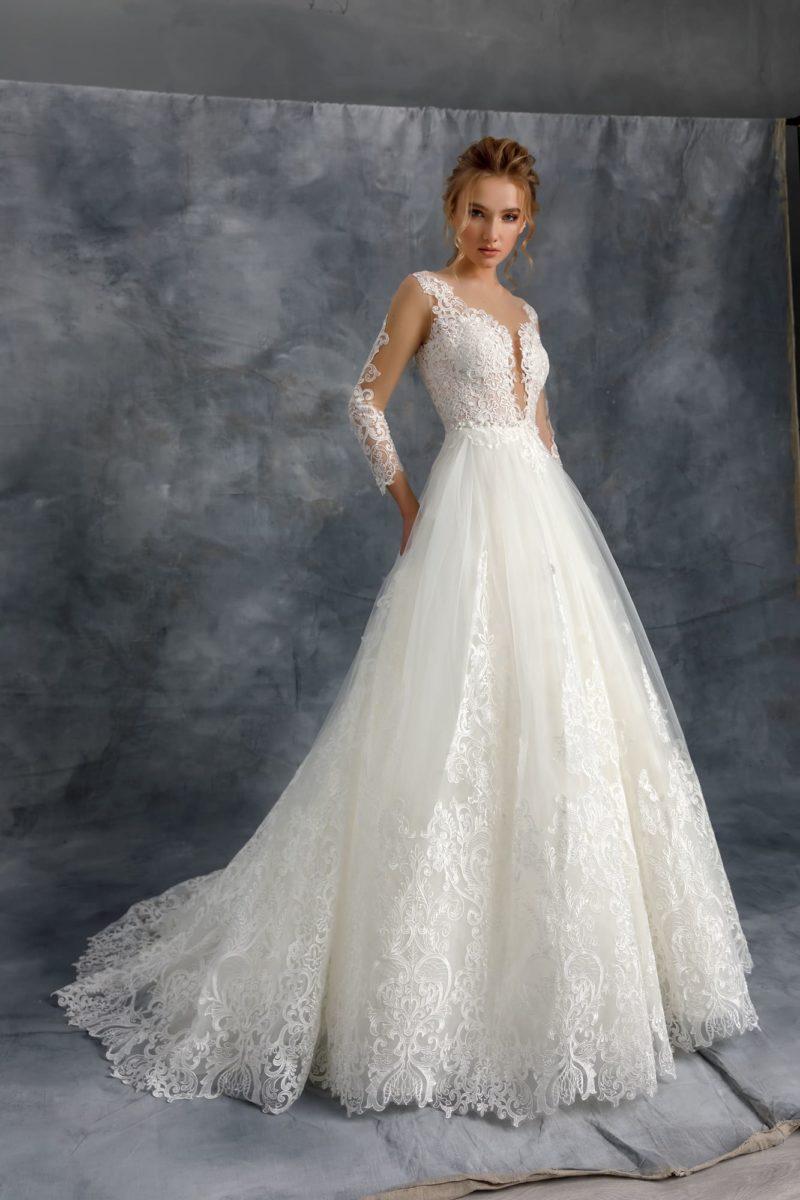 Пышное свадебное платье с роскошным кружевным декором