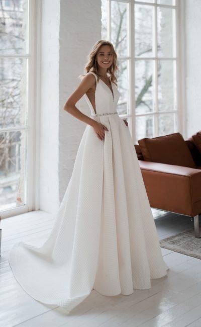 свадебное платье из фактурного крепа