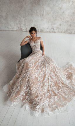 свадебное платье из кружевной ткани