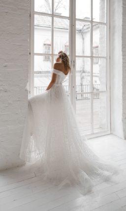 Полупрозрачное пышное свадебное платье