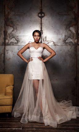 Короткое платье с верхней юбкой