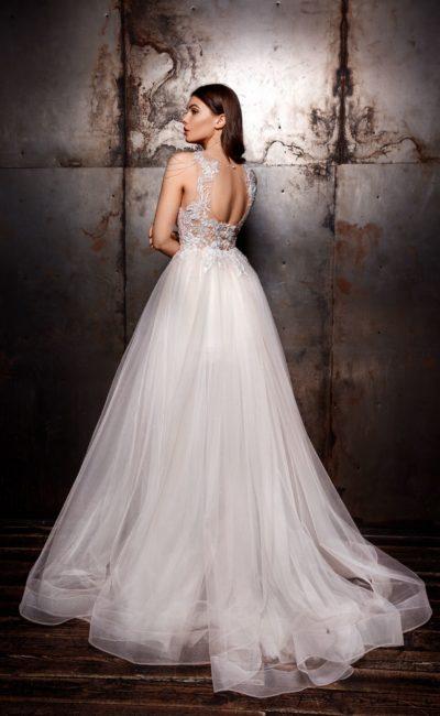 Бальное свадебное платье с пышной юбкой