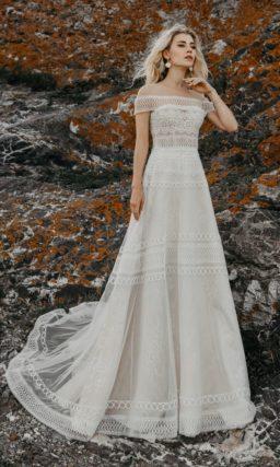 Кружевное свадебное платье с приталенным силуэтом