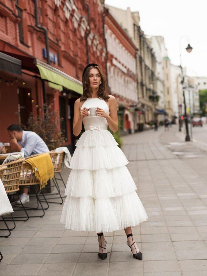 Пышное свадебное платье миди