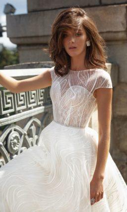 платье классического силуэта с пышной юбкой