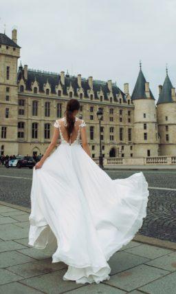 Свадебное платье с легкой струящейся юбкой