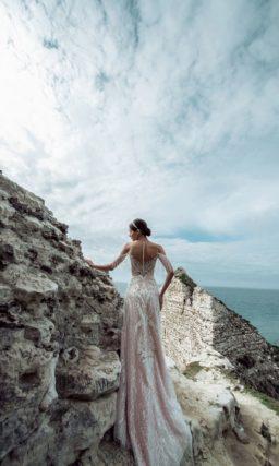 Свадебное платье с роскошным броским декором