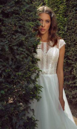 сдержанное свадебное платье с закрытым верхом