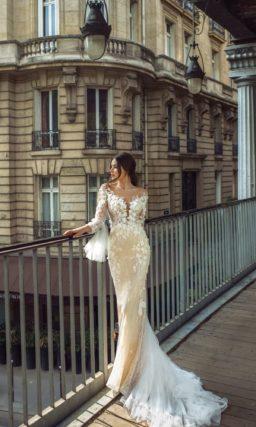 Свадебное платье облегающего силуэта в оттенке айвори