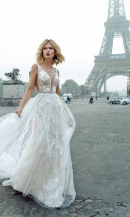 Свадебное платье с пышной юбкой оттенка айвори