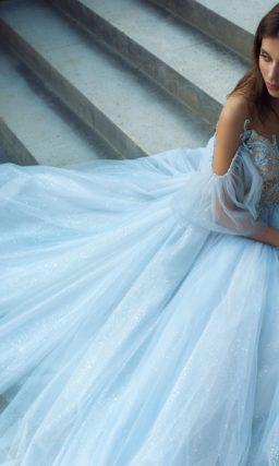 Пышное свадебное платье небесно-голубого цвета