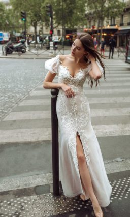 Мерцающее свадебное платье с облегающим силуэтом