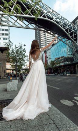 Нежное свадебное платье классического силуэта
