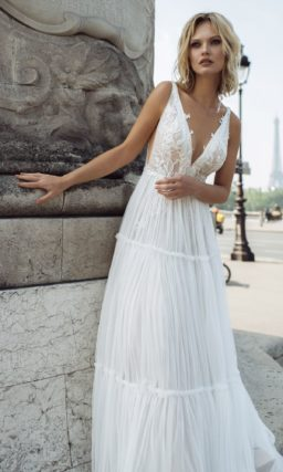 Свадебное платье приталенного кроя